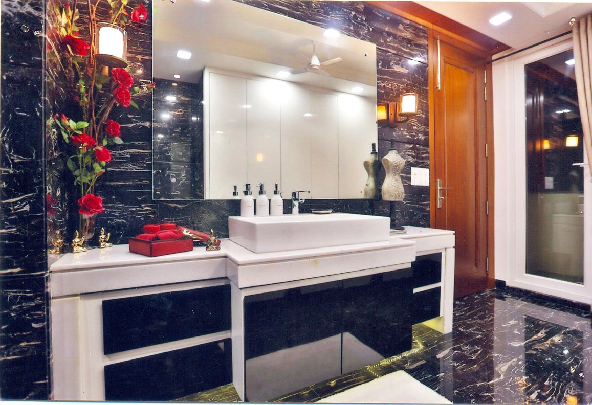 Extra-ordinary Bathroom design and bath counters built by Florence Homes
